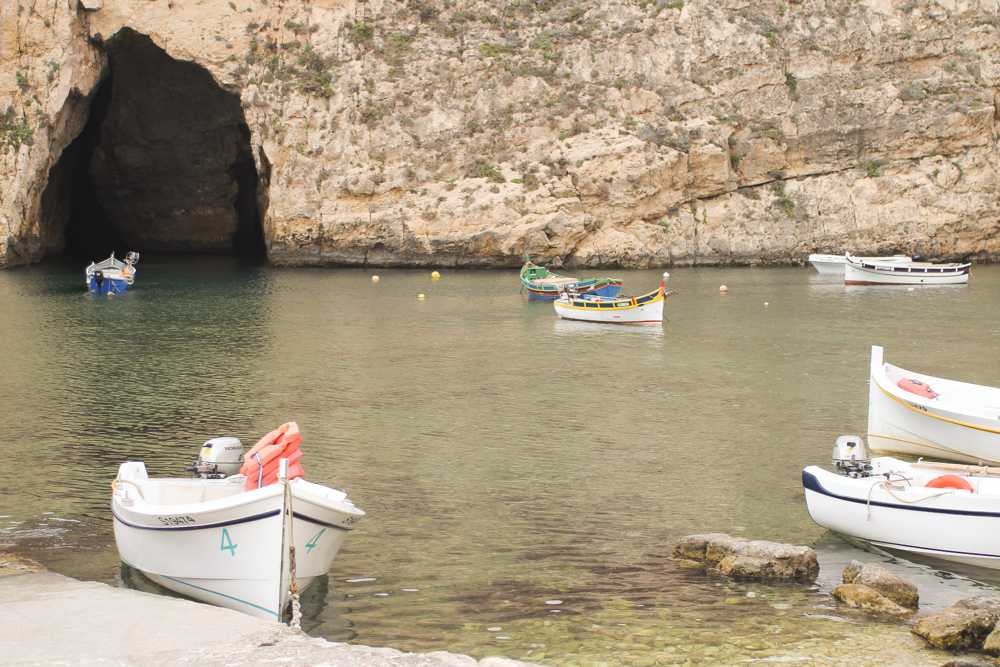 the-world-in-my-pocket-trip-to-gozo-boats-in-dweira