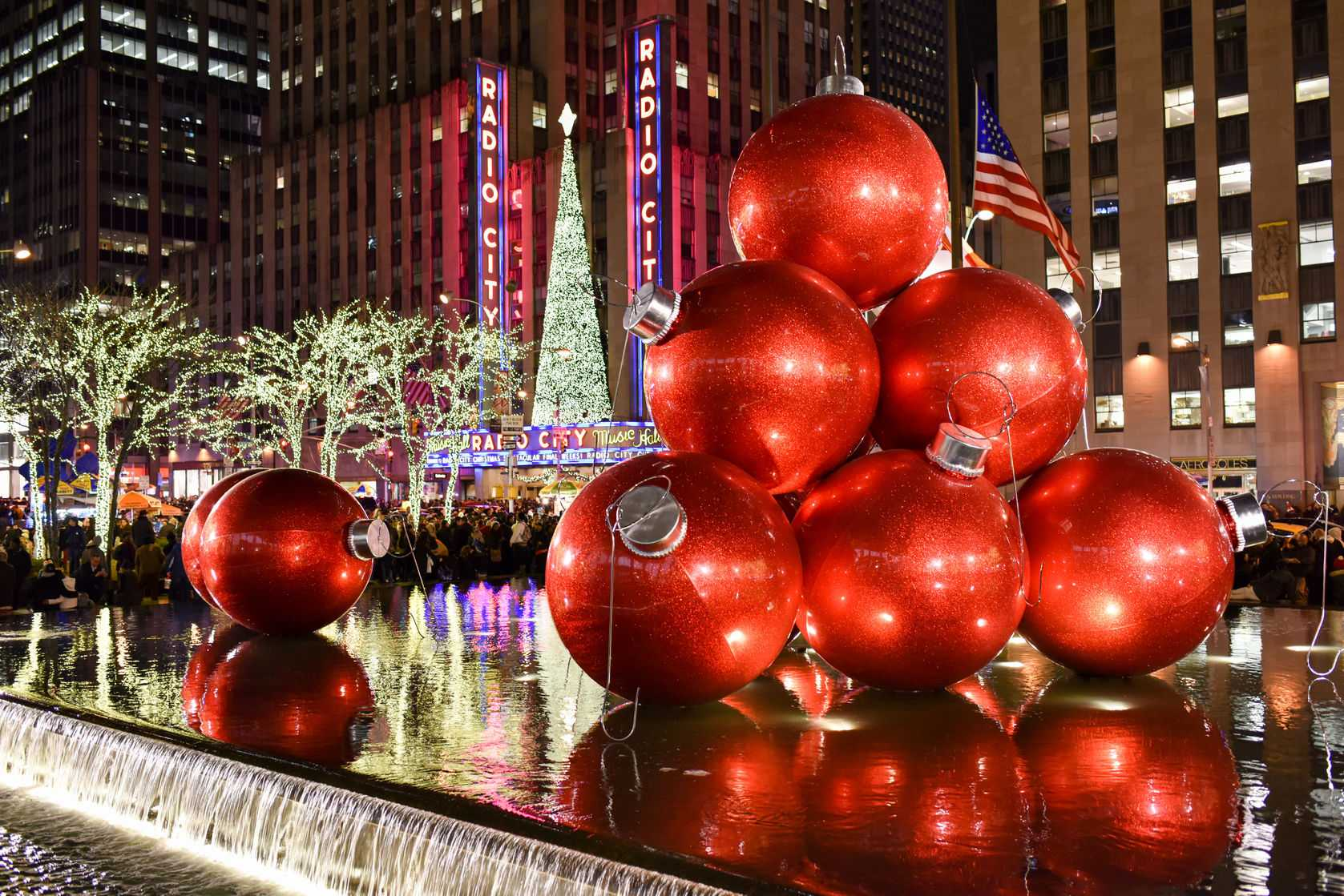 36547224 - new york city - dec. 25, 2014: new york city landmark, radio city music hall in rockefeller center decorated with christmas decorations in midtown, manhattan nyc.
