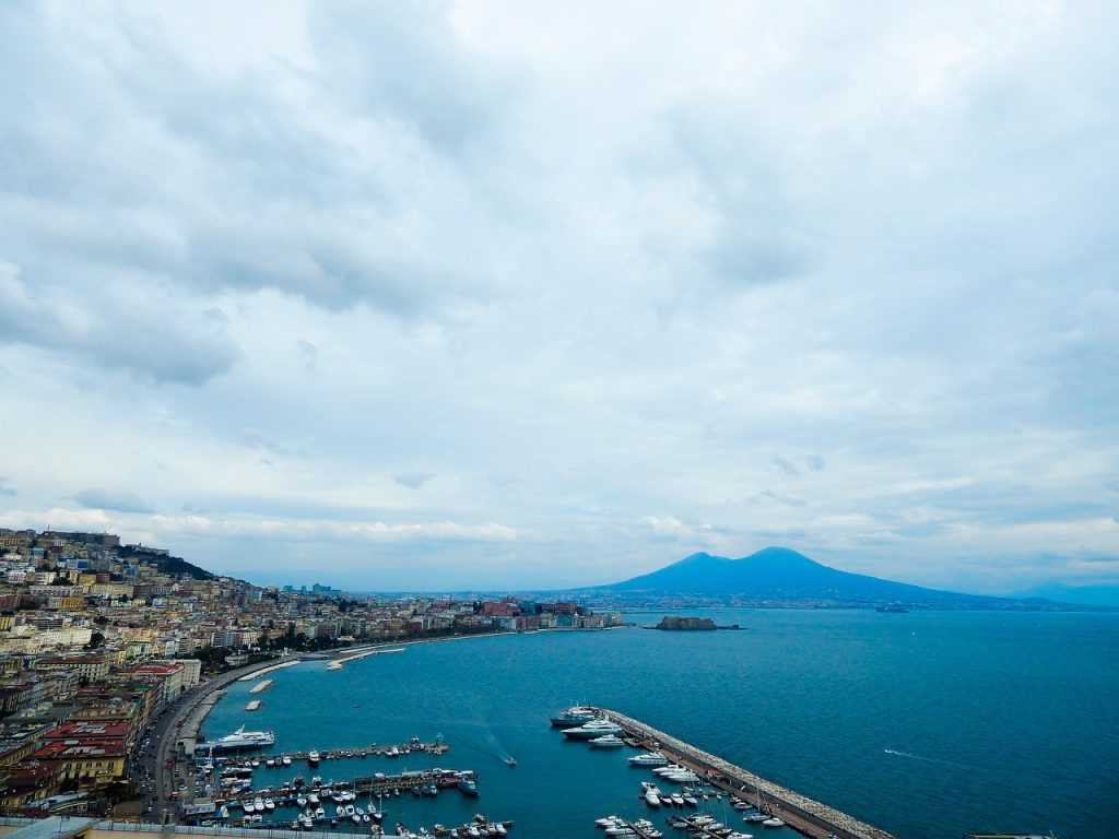 naples-694732_1280