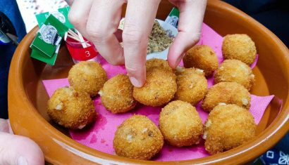 A picture of a bowl of Bitterballen, one of the traditional snacks in The Netherlands
